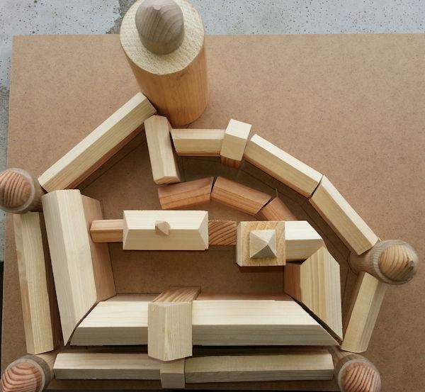 Holzmodell der Burg als Bausatz